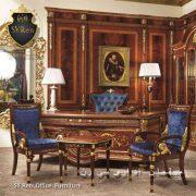 تفاوت میز مدیریتی سلطنتی و میز مدیریتی کلاسیک